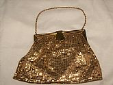 A 1940 ERA GOLD TONE MESH WITH A PEACH SATIN LINER. PURSE