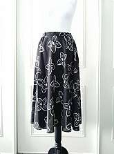Your Sixth Sense 1980's vintage  floral print black and white floaty knee length skirt with button and zip fastening in size 14 (best fit size 10)Material50% Polyester50% ViscousMade in the UK Measurements laid flatWaist 14.5
