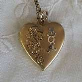"Beautiful vintage gold filled engraved heart ""MOM"" locket that measures 7/8 inch and is hung on an 18.5 inch  link chain.  The locket is engraved with a flowers and leaves with the word MOM on the top.  It is the perfect classic edition for any"