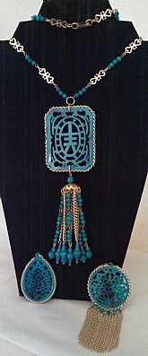 Turquoise and gold tone plastic vintage costume jewelry set