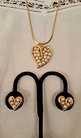 Simulated pearls gold tone heart set