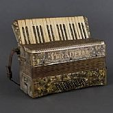 ORIGINAL ANTIQUE ACCORDION STRADELLA