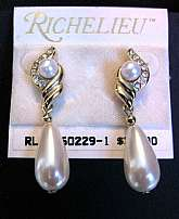 Richelieu Dangling Crystal & Pearl Earrings