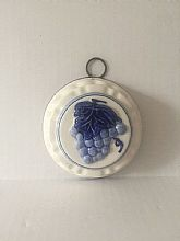 Delft Blue Wall Hanging with Grapes and LeafCeramic handpainted sculpted grapes and leaf motif.Made in Holland.