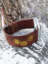 APPLE Watch Series :1 - Series :2 - Series: 3 Series: 4 Compatible38 mm and 42 mm , 40mm and 44mm Details – Genuine brown tooled leather apple watch bandNote: This watch band does not come with the watch pictured.-------------------