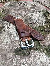 APPLE Watch Series :1 - Series :2 - Series: 3 Series: 4 Compatible38 mm and 42 mm , 40mm and 44mm Crocodile watch strap. Handmade men's watch strapAll the leather straps are made by me. Every single one is handmade and hand sewed with strong and waxed