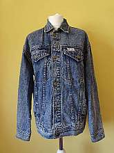 Stallone 1980's vintage blue denim unisex oversized jacket with two button down breast pockets and button fastening to front and cuffs with an adjustable buckle to the sides.  There are no size lables, but woukd fit a mens medium (10/12/14)Measurements