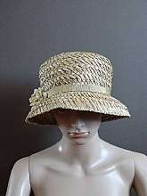 Balfour 1970's vintage beige/brown straw summer hat with beige flower and ribbonMaterial: 100% StrawMade in England In very good vintage condition For more information or pictures please ask I post worldwideClick here for more great vintage pi