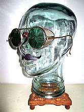 "Up for sale is a very RARE nice pair of""Antique Willson Green Shield Goggle Sunglasses Spectacles""!*GLASS HEAD AND WOOD STAND NOT INCLUDED.*Details:- Brand: Willson (W) - Country of Manufacturer: U.S.A. - Year / Era: 1930-1946 (Depress"