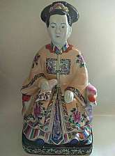 (1) Vintage Chinese Qing Dynasty Famille Rose Porcelain Figurine Geisha Statue Six Characters Double Border.Extra Details: A Monumental Chinese Qing Dynasty Famille Rose Porcelain Figurine State. Not for sure of age, this item was acquired from Estate.