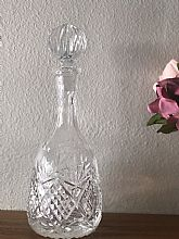 Beautiful cut crystal decanter with stopper.