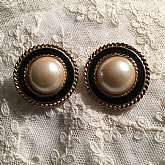 Gorgeous vintage enamel and glass pearl button wedding or bridal earrings. They have wonderful twisted rope accents with a large pearl center. The setting is in gold plated metal and the earrings measure 1 1/4 inches. These would be gorgeous on that speci