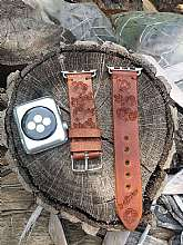 APPLE Watch Series :1 - Series :2 - Series: 3 Series: 4 Compatible38 mm and 42 mm , 40mm and 44mm Beautiful handcraft and hand tooled watch band for womens. Made of genuine leather and engraved with gentle flowers. This strap is made with a lot of love