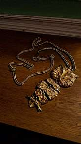 This is a beautiful piece of jewelry from the 1970's, by J J (Jonette jewelry company - see story below).  It is stamped J J on the back.The necklace and pendant is made of an aged goldtone metal. The chain is 24 inches around and has a clasp.The penda